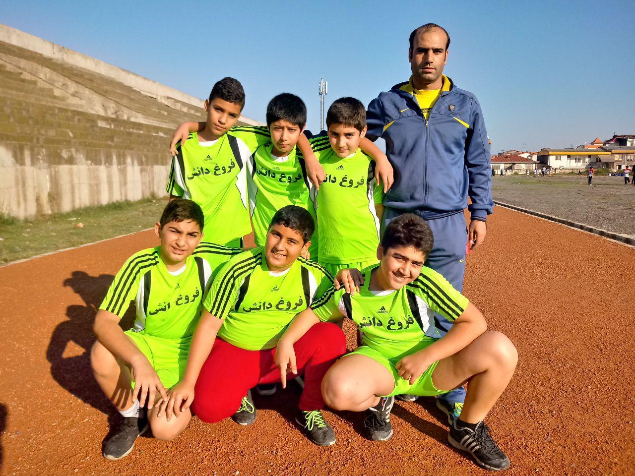 مدال طلای مسابقات دومیدانی آموزشگاهی و عنوان چهارمی تیمی