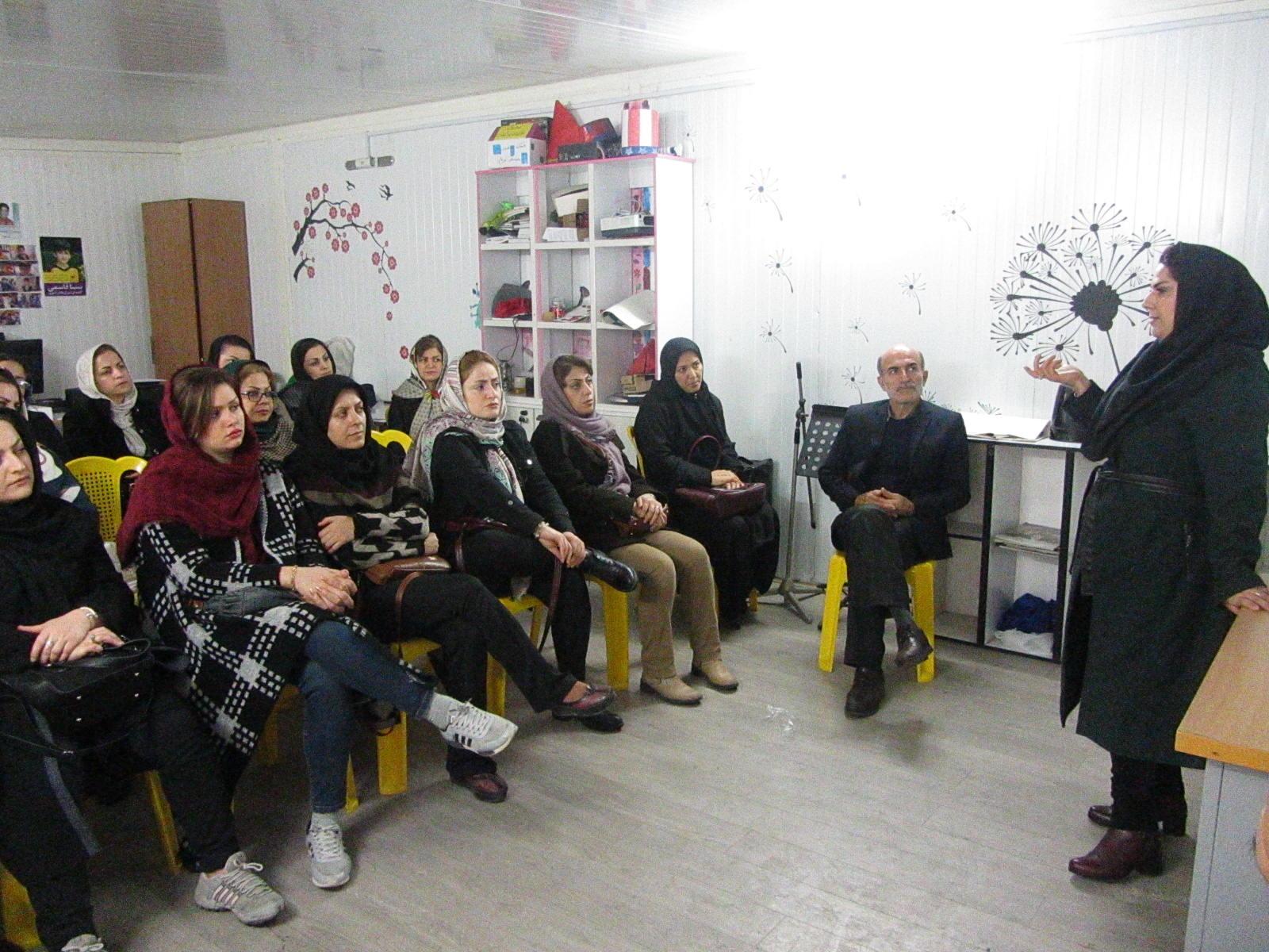 جلسه آموزشی با موضوع راهکارهای عملی افزایش تمرکز و توجه در دانش آموزان