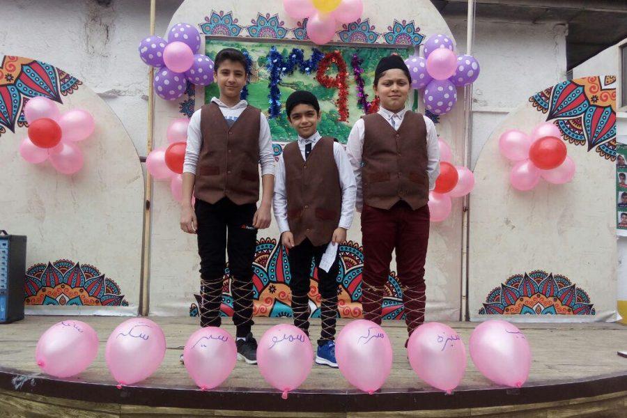 در آستانه عید نوروز جشن عیدانه با حضور معلمان و دانش آموزان برگزار شد