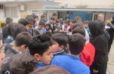 رقابت دقت و تمرکز دانش آموزان در زنگ تفریح
