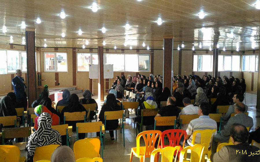برگزاری جلسه انتخاب نمایندگان کلاس پایه های پیش دبستانی ، اول ، دوم و سوم در سالن همایش دبستان