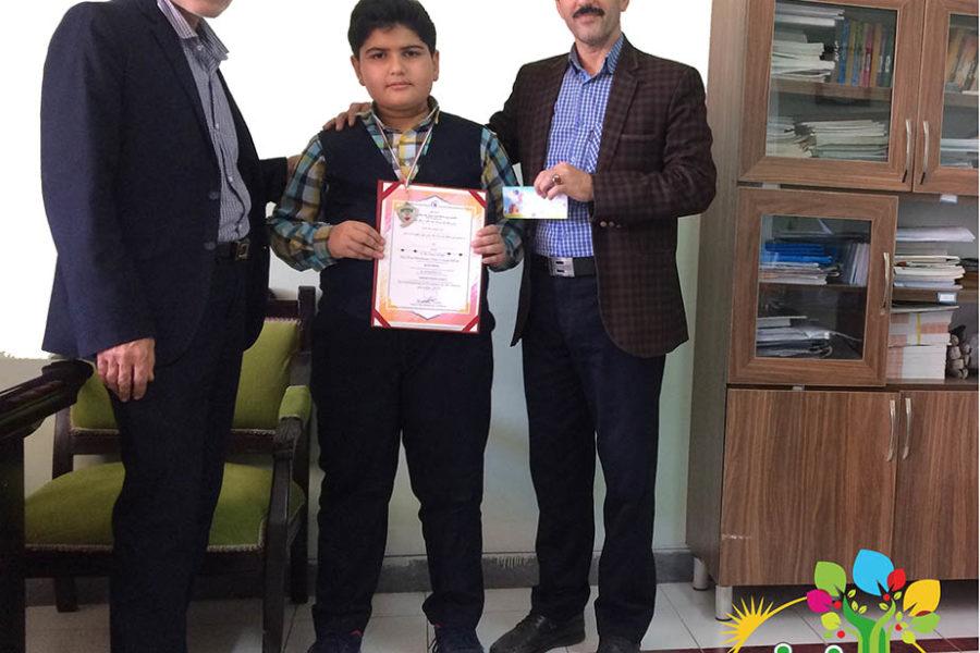 افتخار آفرینی دانش آموز پایه ششم دبستان پسرانه فروغ دانش در مسابقات ریاضی