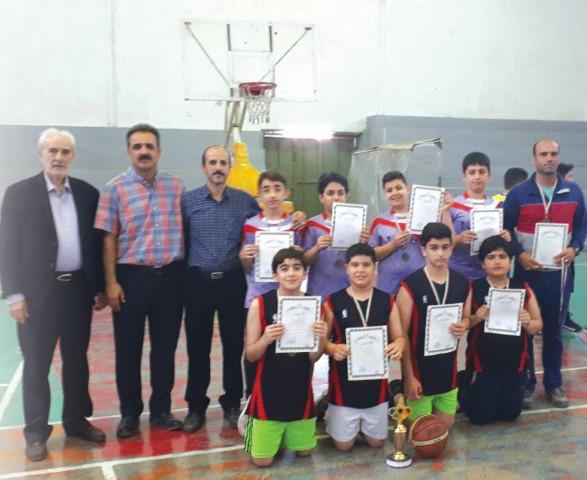 بسکتبالیست های فروغ دانشی مقام سوم مسابقات بسکتبال آموزشگاه های آمل را از آن خود کردند
